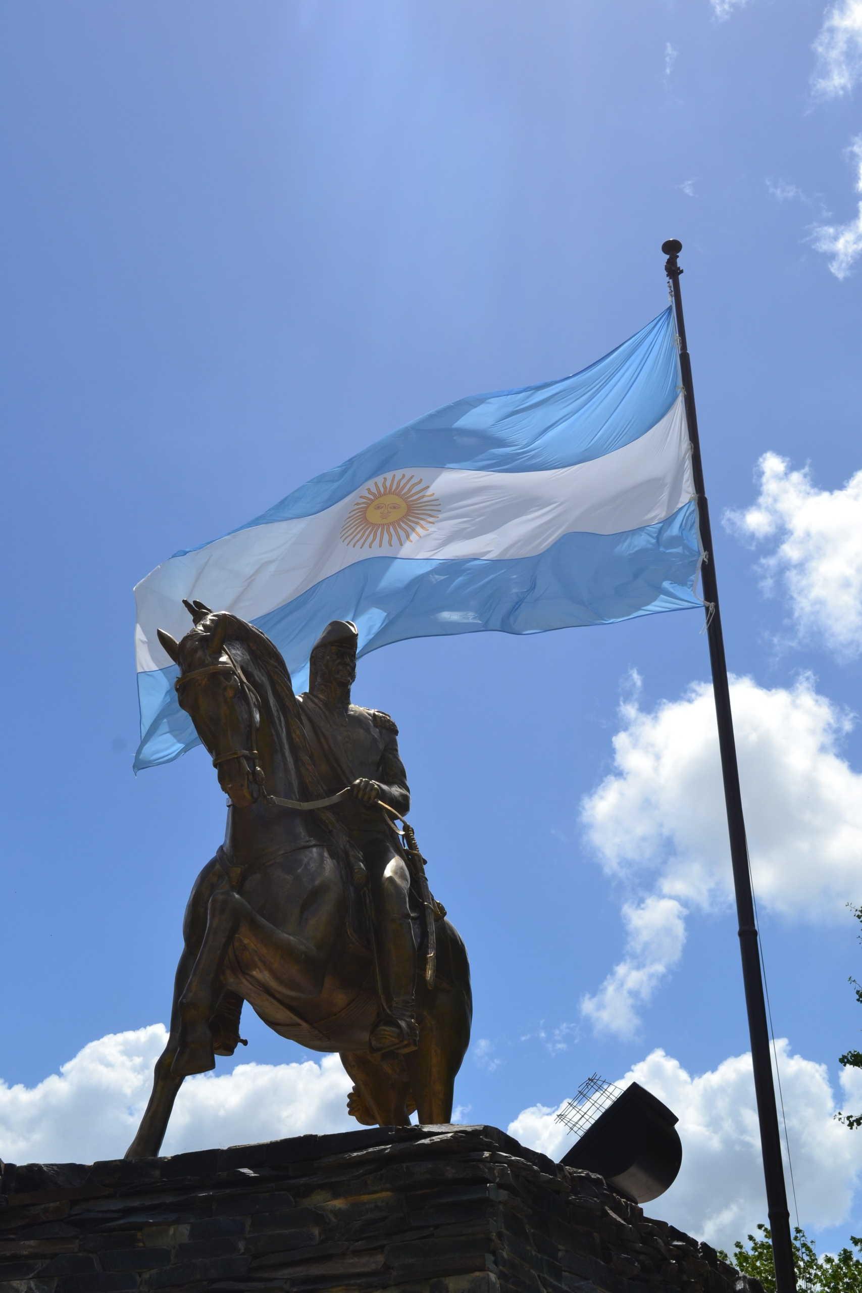 Monumento a San Martín de a caballo