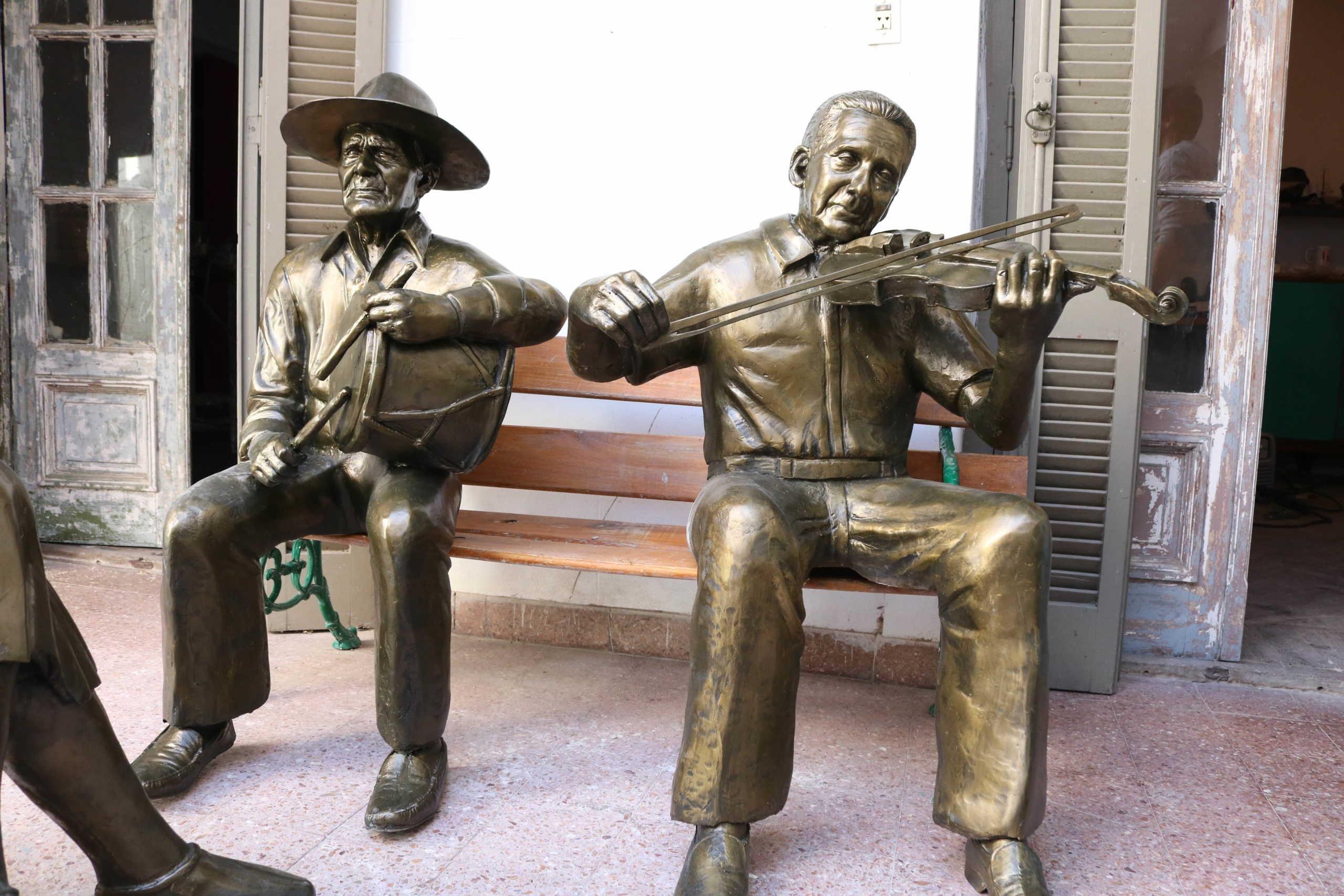 Grupo escultórico – Homenaje a los artistas